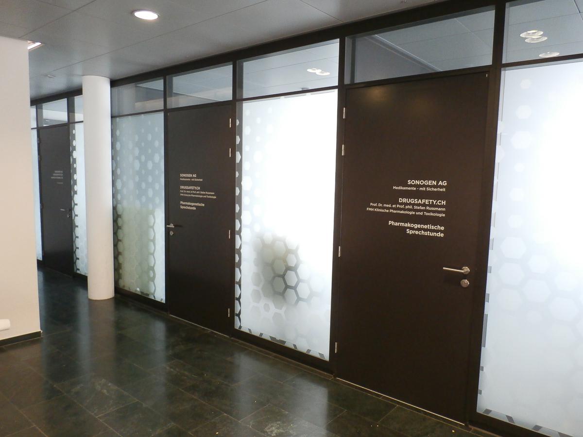 Büroräume Sichtschutz und Türbeschriftungen