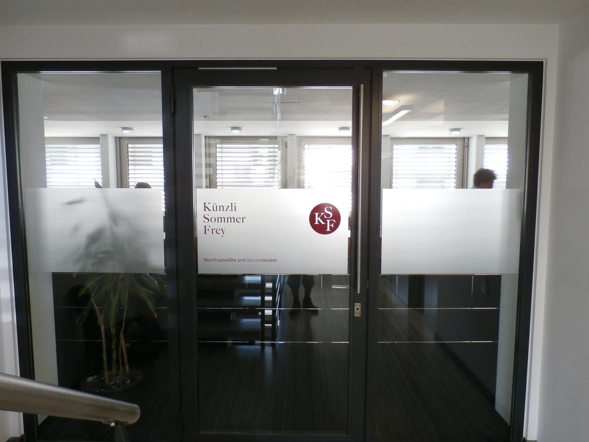 Eingangsbereich Glasdekorfolie Logo