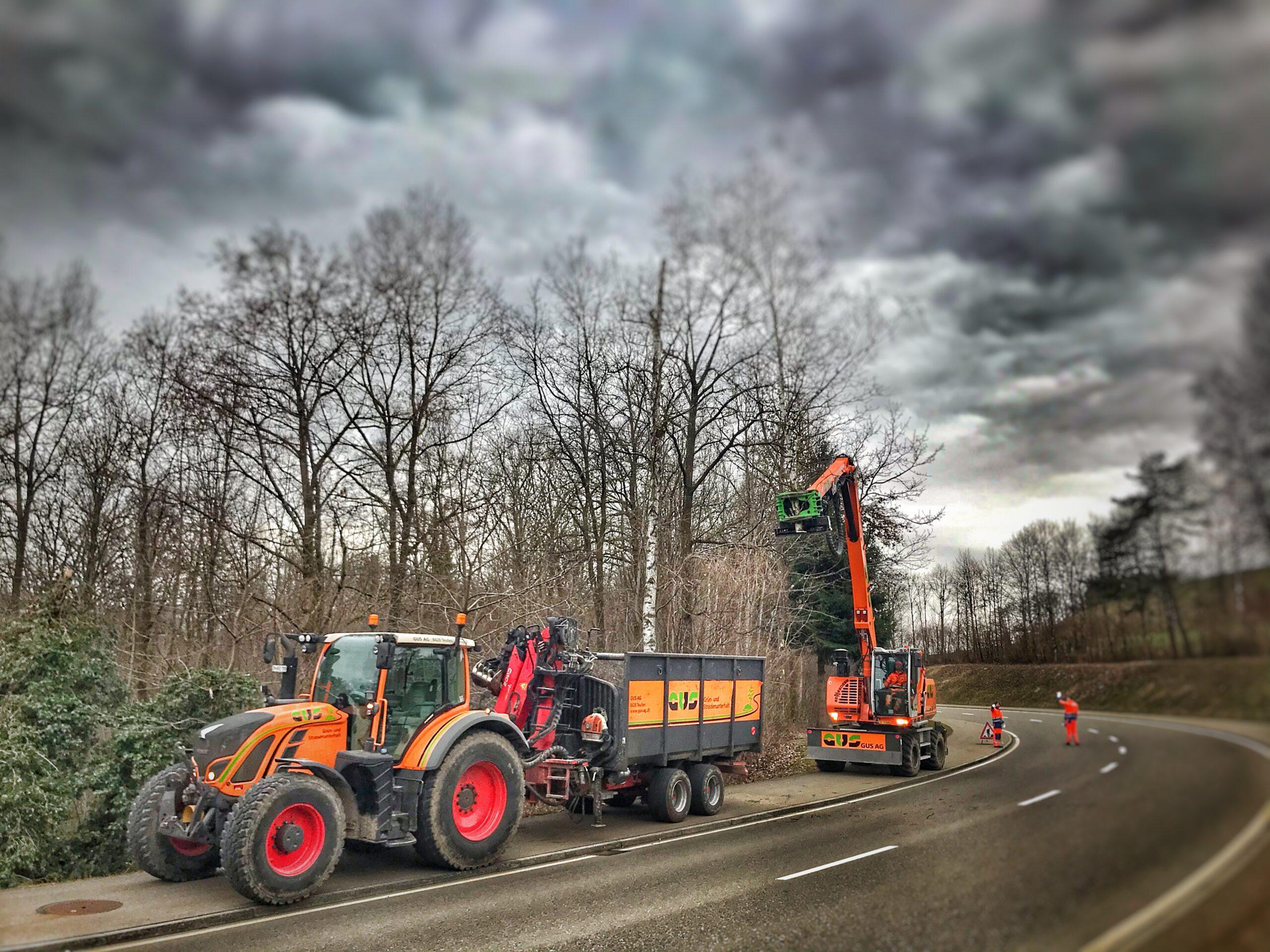 Fendt 720 mit Holzerwagen und Sennebogen GUS AG 2021